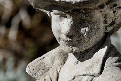 Niño 'se convierte en piedra' debido a una rarísima enfermedad