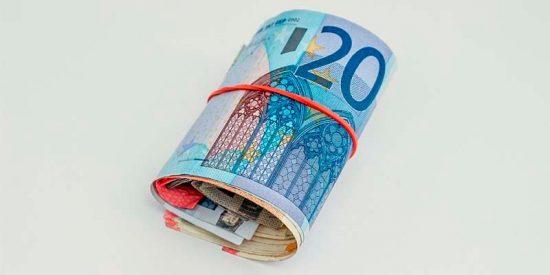 ¿Está entre las ocurrencias del ambicioso Sánchez sacarnos una temporada del euro?