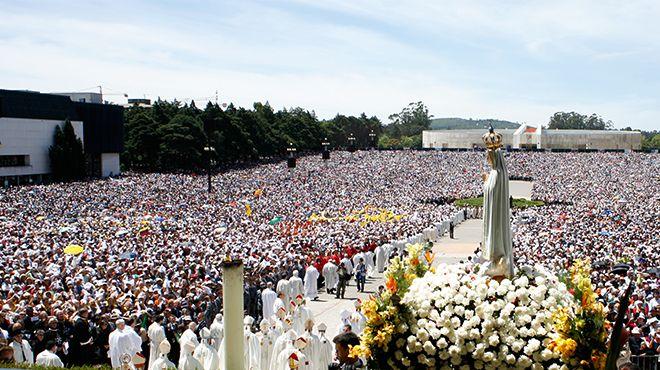 Nueve mil matrimonios se reúnen con Turkson en el santuario de Fátima