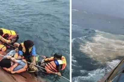 Varios muertos tras el hundimiento de un ferry en Indonesia