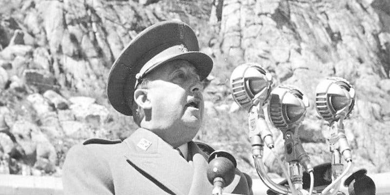 """Ojo al parche progres españoles, porque esto aparece en Google si pones """"Francisco Franco"""""""