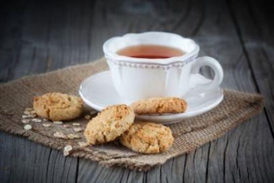 galletas de avena y té
