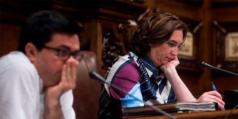 Ada Colau da la Medalla de Honor de Barcelona a la asociación de familiares de golpistas presos