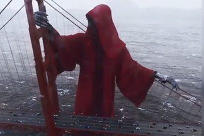 Esta escalofriante figura que 'vigila' el Golden Gate de San Francisco se hace viral