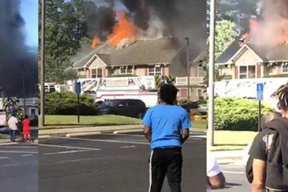 Un helicóptero se estrella contra unas casas en EE.UU.