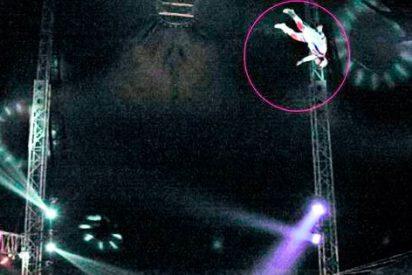 """Terrible accidente en un circo: El """"hombre bala"""" equivocó la trayectoria y cayó sobre un payaso"""