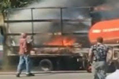 Así sofocan un peligroso incendio con aguas residuales de un camión cisterna
