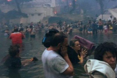 Impactantes imágenes de decenas de griegos que se refugiaron en el mar tras escapar de los incendios