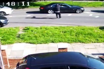 Esta mujer al volante sale milagrosamente ilesa de un intento de asesinato