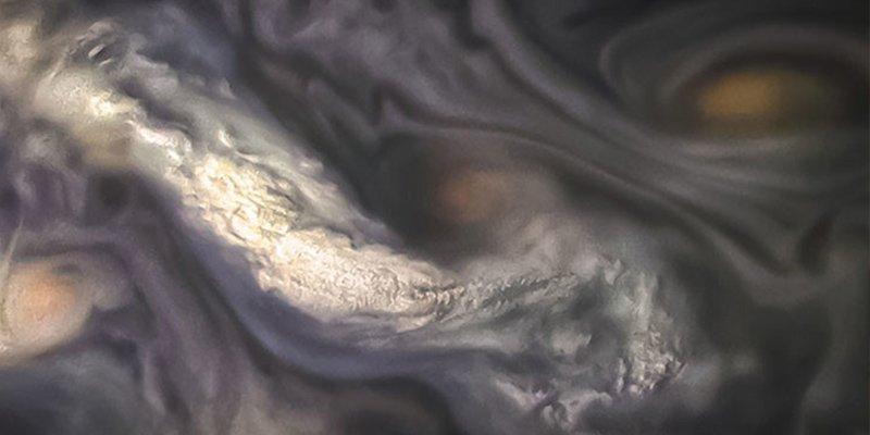 La NASA publica esta inquietante y fantasmagórica fotografía de las nubes de Júpiter