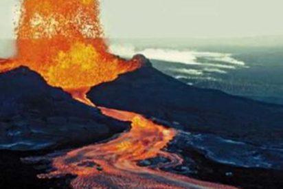 El volcán Kilauea crea una nueva isla en la costa de Hawái