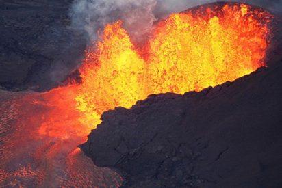 "El volcán Kilauea de Hawái engendra una gigantesca ""bola de lava"""