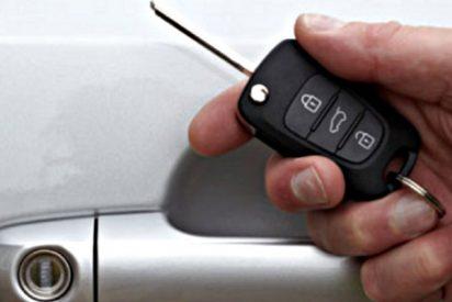 ¿Sabes por qué deberías envolver la llave del coche en papel de aluminio?