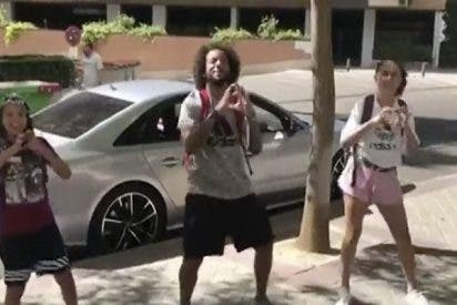 El baile de Marcelo y su hijo en la calle revoluciona las redes sociales