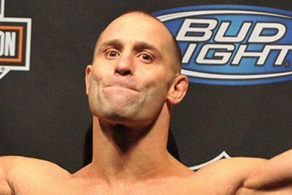 Ex campeón de la UFC somete a un alborotador borracho en un restaurante