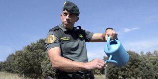 El divertido vídeo de la Guardia Civil sobre algo muy serio que no debes hacer este verano