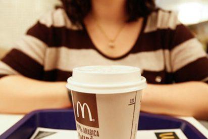 Pelea en un McDonald's: Una empleada somete brutalmente a una clienta