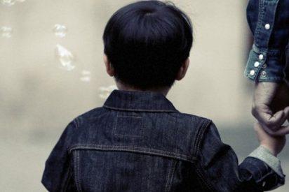 """Madre graba en secreto a una profesora que llama """"perdedor"""" a su hijo de 5 años"""