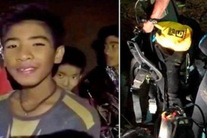 Militares tailandeses publican nuevo video de los niños futbolistas atrapados en una cueva