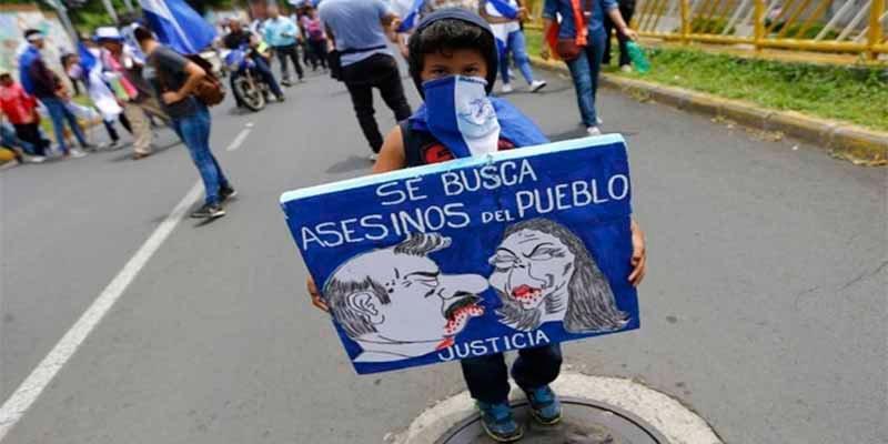 El tirano Daniel Ortega hace despedir a un grupo de médicos por curar a los heridos en las protestas