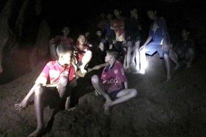 Logran rescatar a cuatro niños más del equipo de fútbol atrapado en la cueva de Tailandia