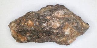 Encuentran agua líquida y rica en CO2 en un meteorito del sistema solar primitivo