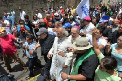 Turbas orteguistas atacan frontalmente a la Iglesia nicaragüense