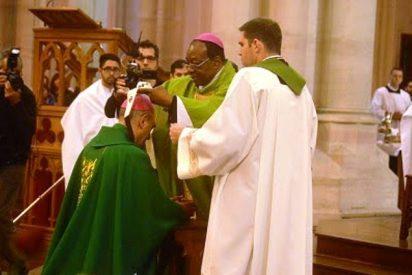 El nuncio impuso el palio a Víctor Fernández