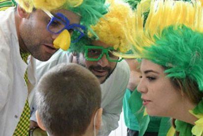 Payasos brasileños llevan el espíritu del Mundial a un hospital infantil en Rusia
