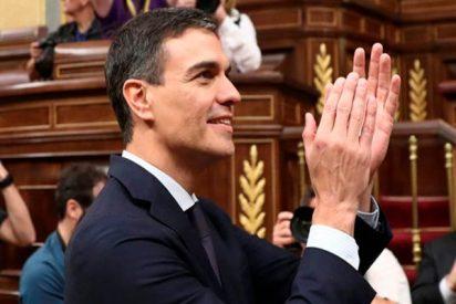 Pedro Sánchez da la enhorabuena a Casado
