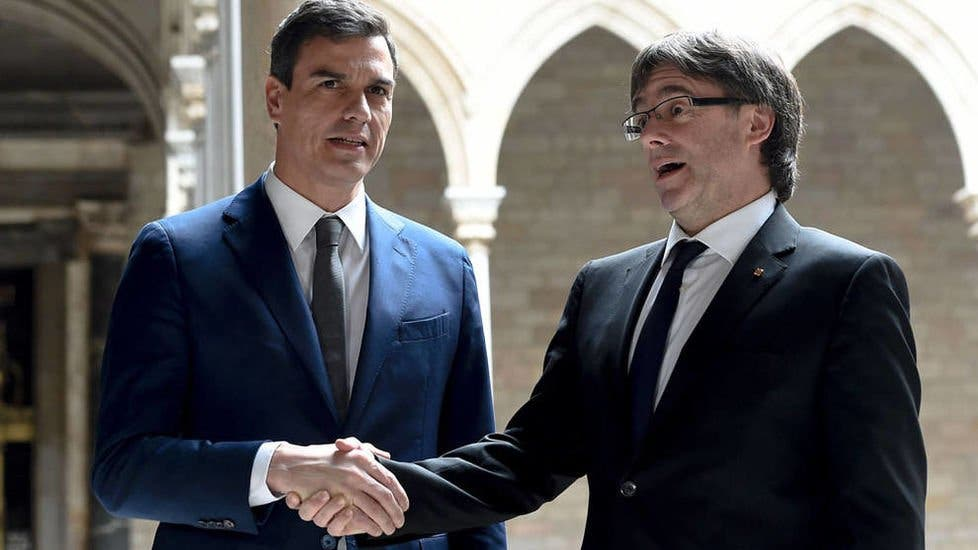"""Los fiscales sentencian a Pedro Sánchez por ponerse la medalla de que él traerá de vuelta a Puigdemont: """"Es un sumo ignorante"""""""