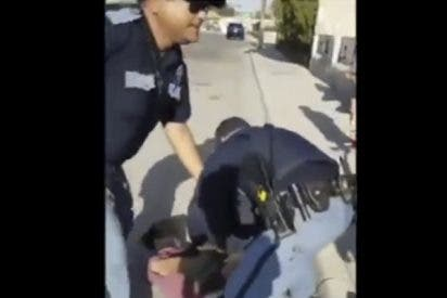 Este policía trata de dispersar a varios niños con una pistola en EE.UU