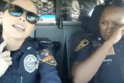 Estas dos mujeres policía lo petan con su playback