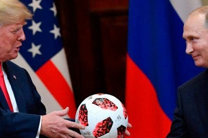 Putin, ex agente de la KGB, le metió un gol a Trump regalándole un balón espia