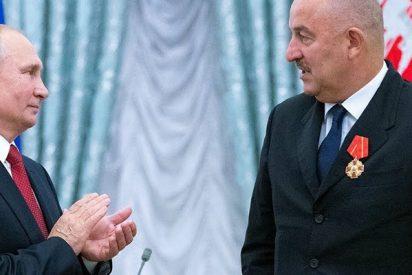 Putin condecora a la selección rusa de fútbol
