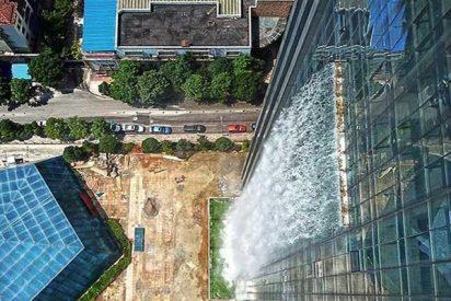 Construyen en China este rascacielos con la cascada más alta del mundo , pero hay un problema…