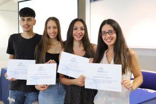 Loyola Andalucía y la Fundación Alalá becan a cinco jóvenes del Polígono Sur