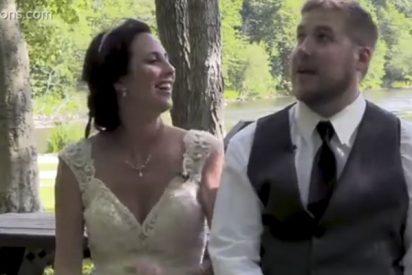 Estos recién casados se salvan por segundos de quedar aplastados por una rama de árbol