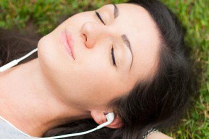 Escuchar música relajante mejora tu salud