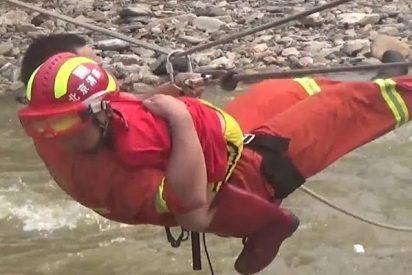 65 personas rescatados después de las fuertes inundaciones en China