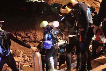 Ya están a salvo a 8 de los 12 niños atrapados en la cueva de Tailandia
