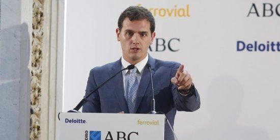 """Albert Rivera: """"Torra nos llama bestias taradas y Sánchez lo lleva de invitado a Moncloa"""""""