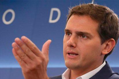 """Albert Rivera: """"En Cataluña vivimos un clima de intimidación y Pedro Sánchez mira hacia otro lado"""""""