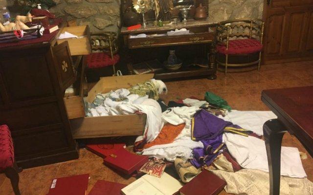 Roban y profanan la parroquia San Bartolomé de Fresnedillas de la Oliva