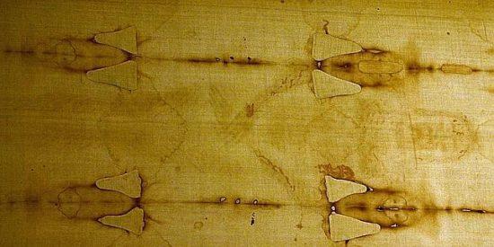 La mitad de las manchas de la Sábana Santa se realizaron con pincel