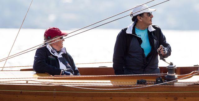 El fin de semana grandioso 'de hombres' del Rey Juan Carlos en Galicia y pasando del CNI