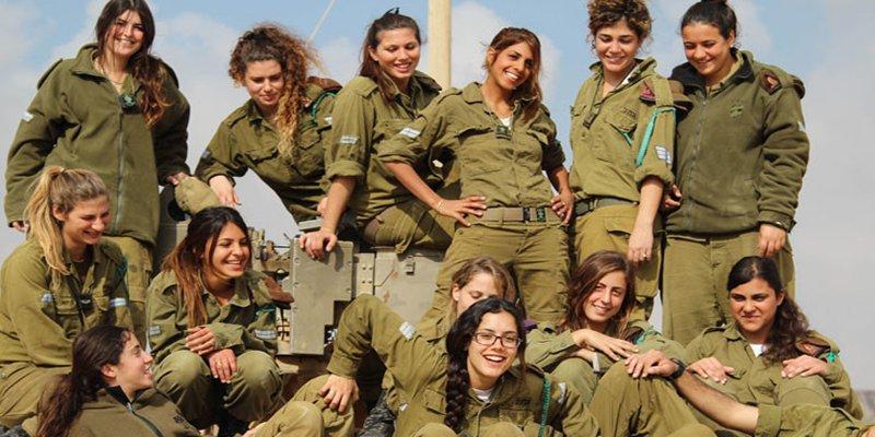 ¿Sabías que las mujeres del Ejército israelí no pueden quitarse el sostén para dormir, fumar o usar pantalones cortos?