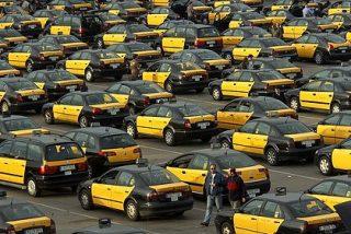 Los taxistas amenazan al Gobierno Sánchez con cerrar la frontera francesa: