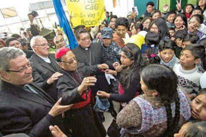 """El cardenal Ticona pide """"oraciones y fortaleza"""" tras regresar a Bolivia"""