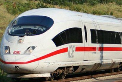 Lo salvan en el último segundo de ser arrollado por el tren